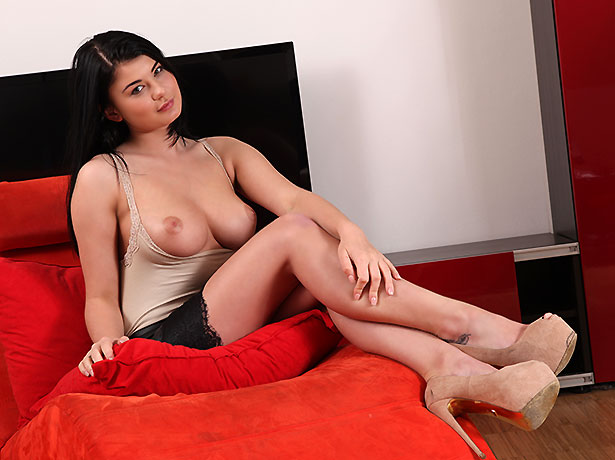 Wet and Puffy Model Lucy Li